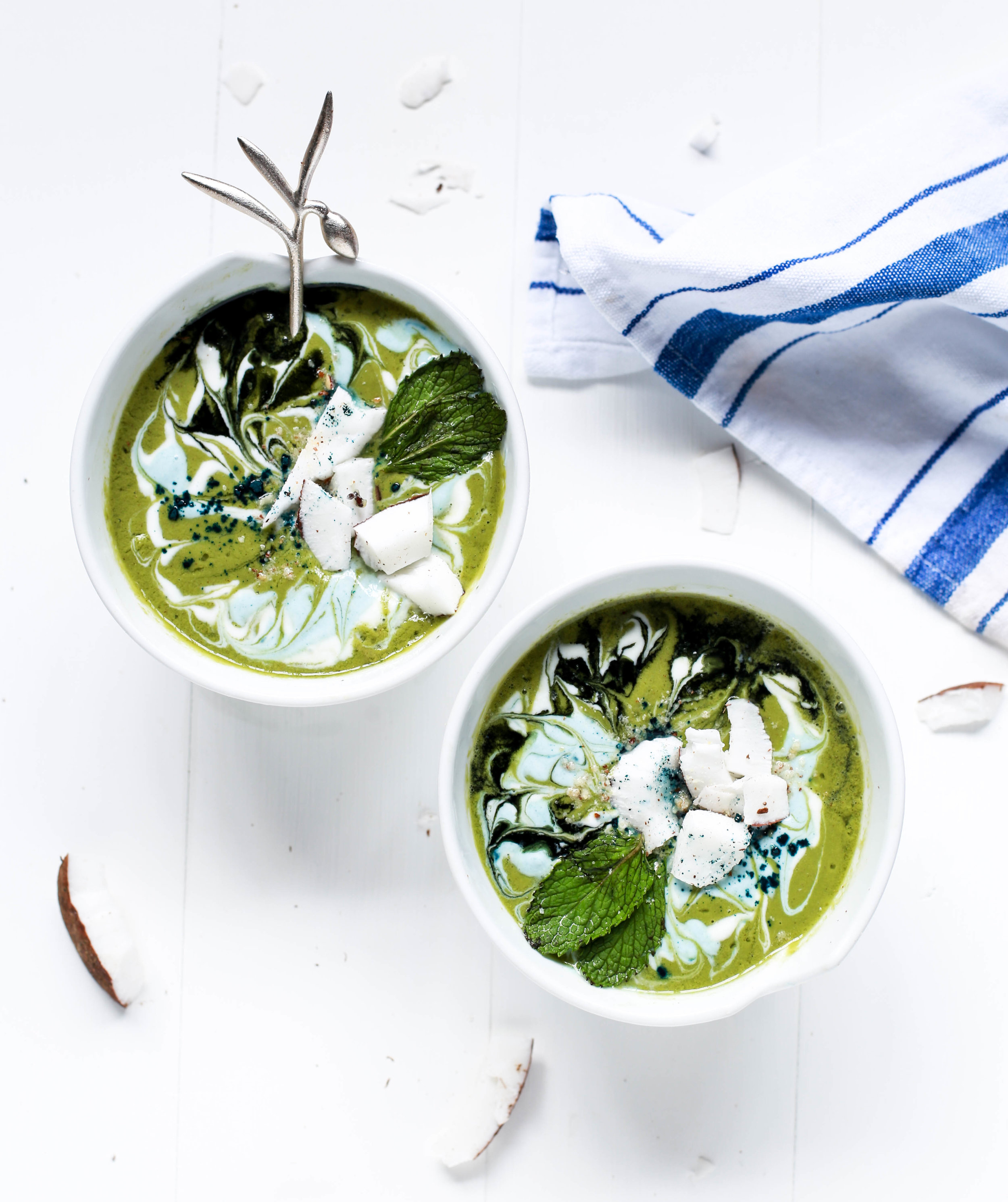 foodiesfeed.com_swirly-green-smoothie-bowls.jpg