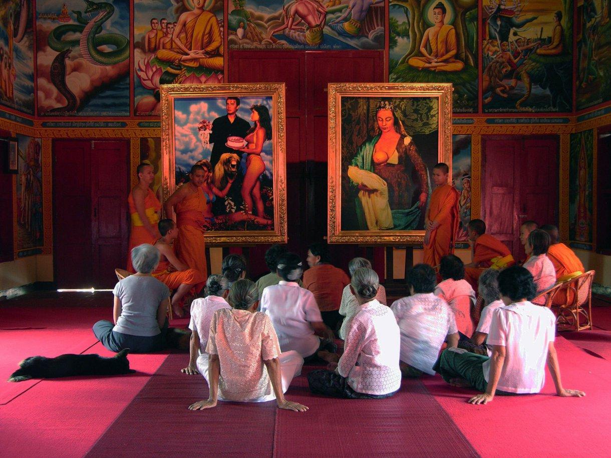 Araya Rasdjarmrearnsook, หมู่บ้านและที่อื่น Village and Elsewhere: Jeff Koons' Untitled, Cindy Sherman's Untitled, and Thai Villagers, 2011, digital pigment print.