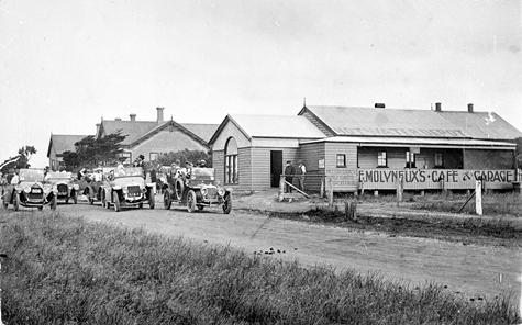 Molyneux cafe and garage - hot water depot 1920.jpg