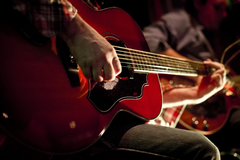 Free live music on weekends -