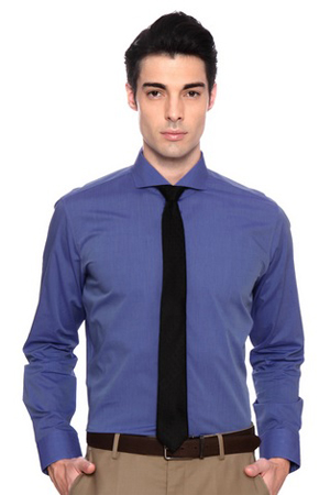 A nice blue cotton shirt with a spread collar is an essential addition to your wardrobe for those beige trousers.