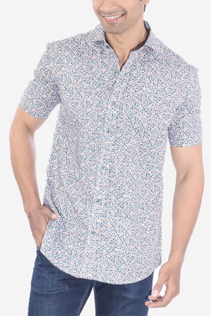 One can never go wrong by teaming up this printed shirt on an indigo denim.