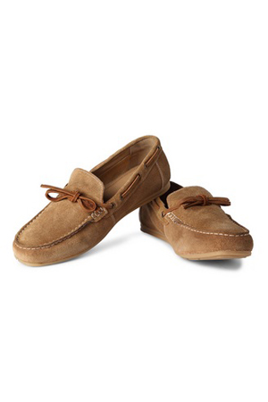This Suede moccasins will make your weekend stylish. Wear it with shorts or chinos, at a beach or a bar.