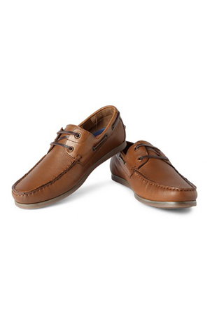 Brown casual Boat shoes, for Friday casuals or a deck-party. Looks best when worn on shorts, sockless.