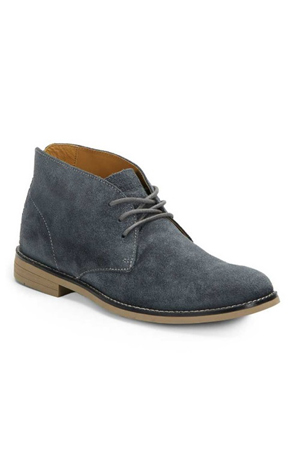 Bike riders, mountaineers and forest lovers. This Chukka shoes are for those man who love it rough.