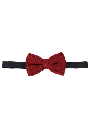This knitted maroon bow-tie is a versatile accessory for the suits as well as the formal shirts.