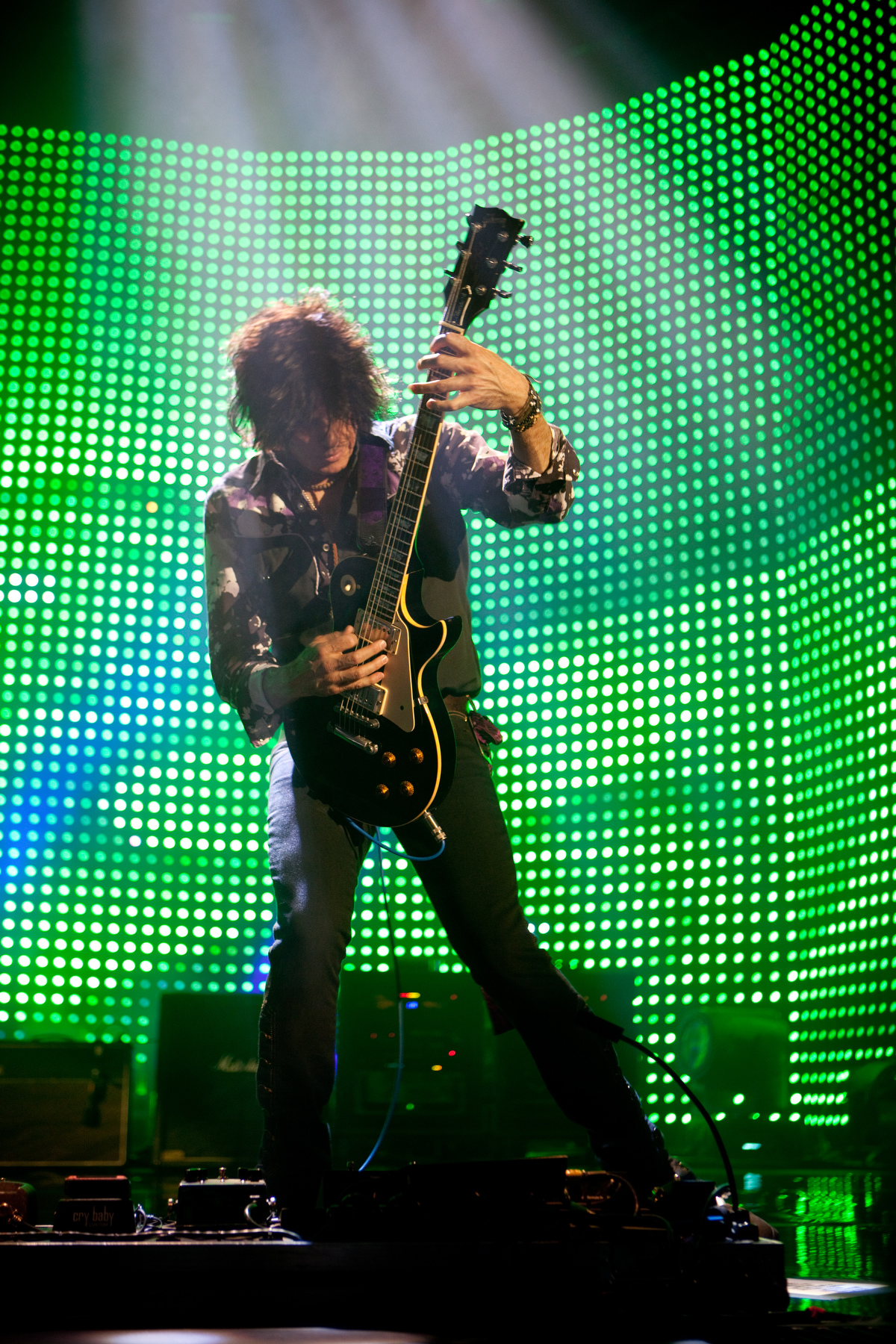 guitarist during Stone Temple Pilots concert