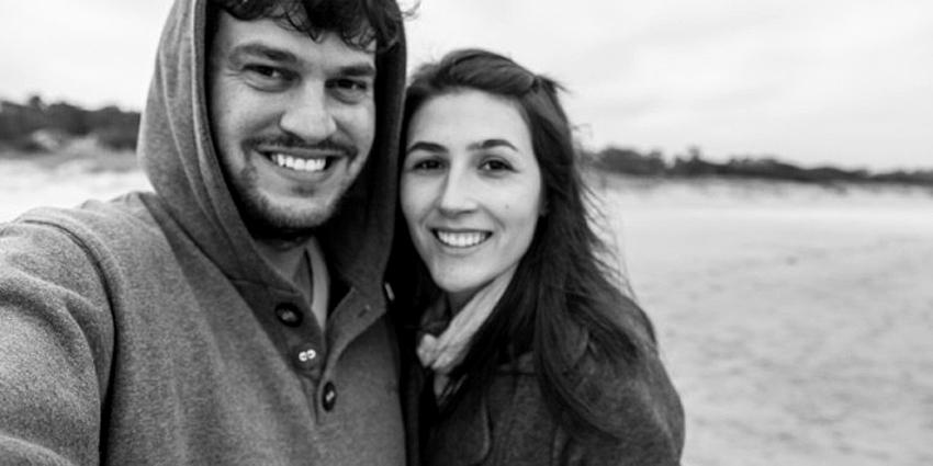 """Casal Leonardo Spencer e Rachel Paganotto, responsáveis pelo projeto """"Viajo Logo Existo"""". Foto extraída do site oficial do projeto:  www.   v  iajologoexisto.com.br"""