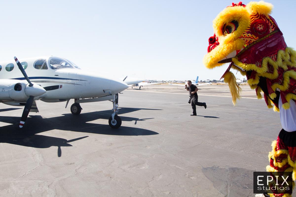 Tou Fang running away from Giant Lions.