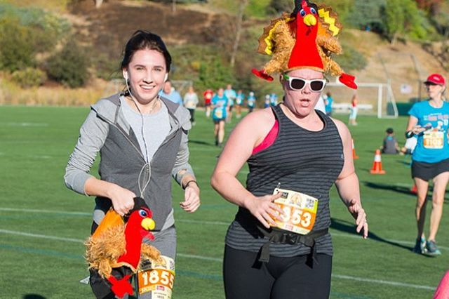 Want some exercise before chowing down on turkey? Wave at us on #thanksgiving as you run in the Thank You Run, which raises awareness to cure ALS!  • • • 🏃🏻 : @sdrunningco 📷: @denleywongphoto  #thankyourun #als #run