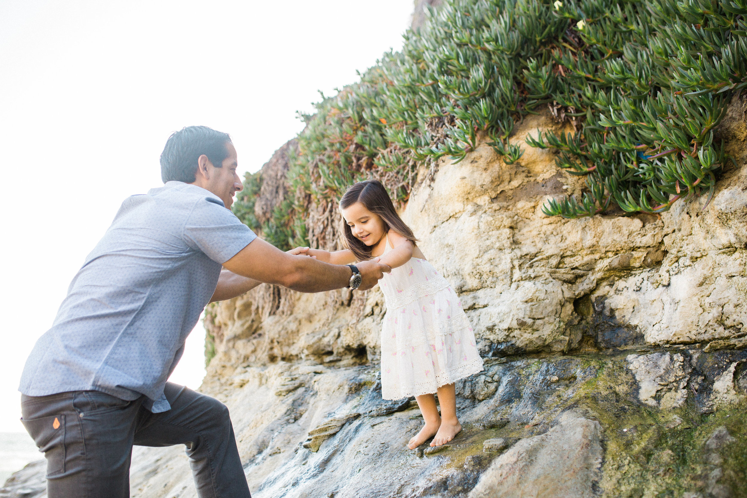 ruiz-family_laguna_los-angeles-beach-family-photography-26.jpg