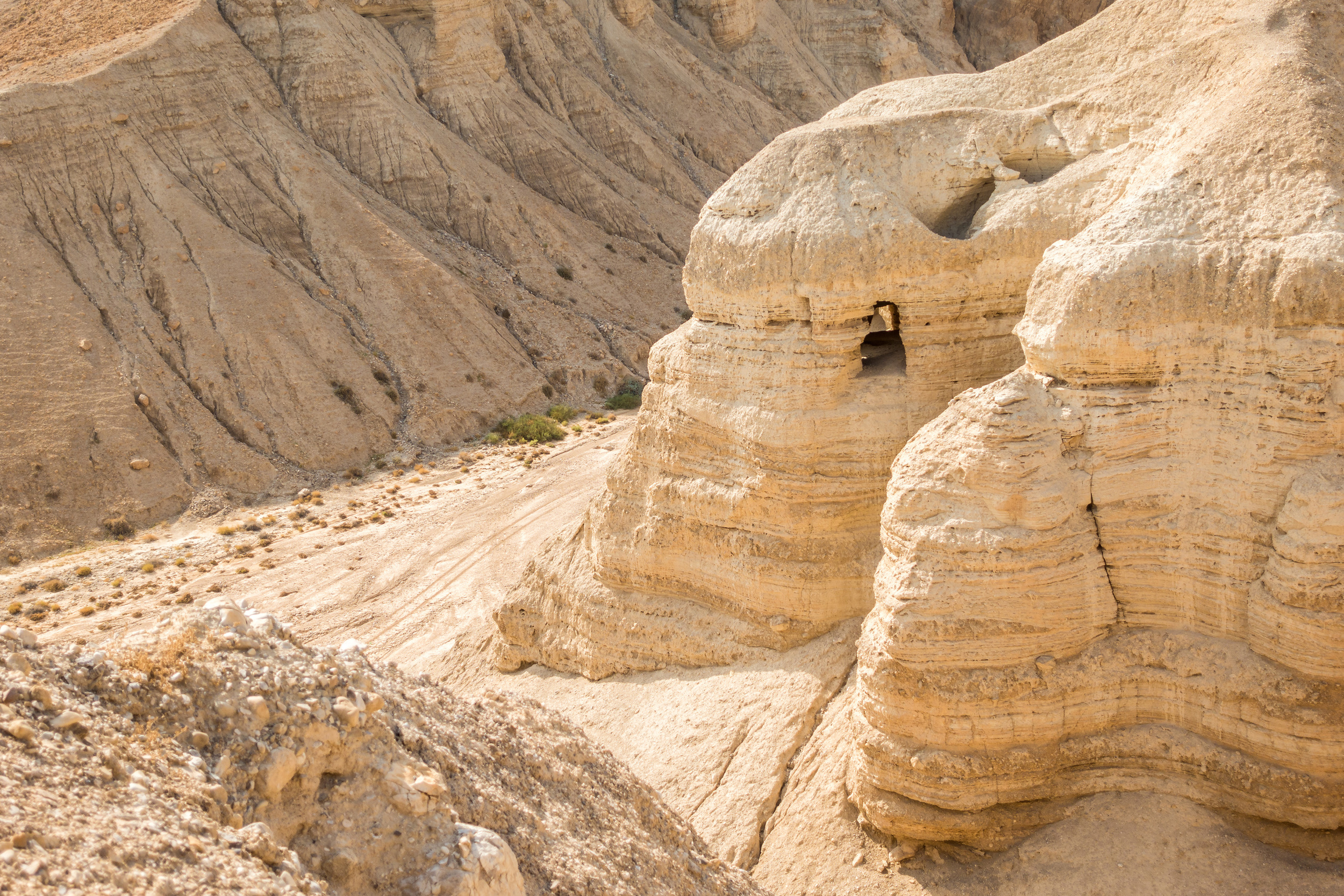 059739458-cave-qumran-where-dead-sea-scr.jpeg