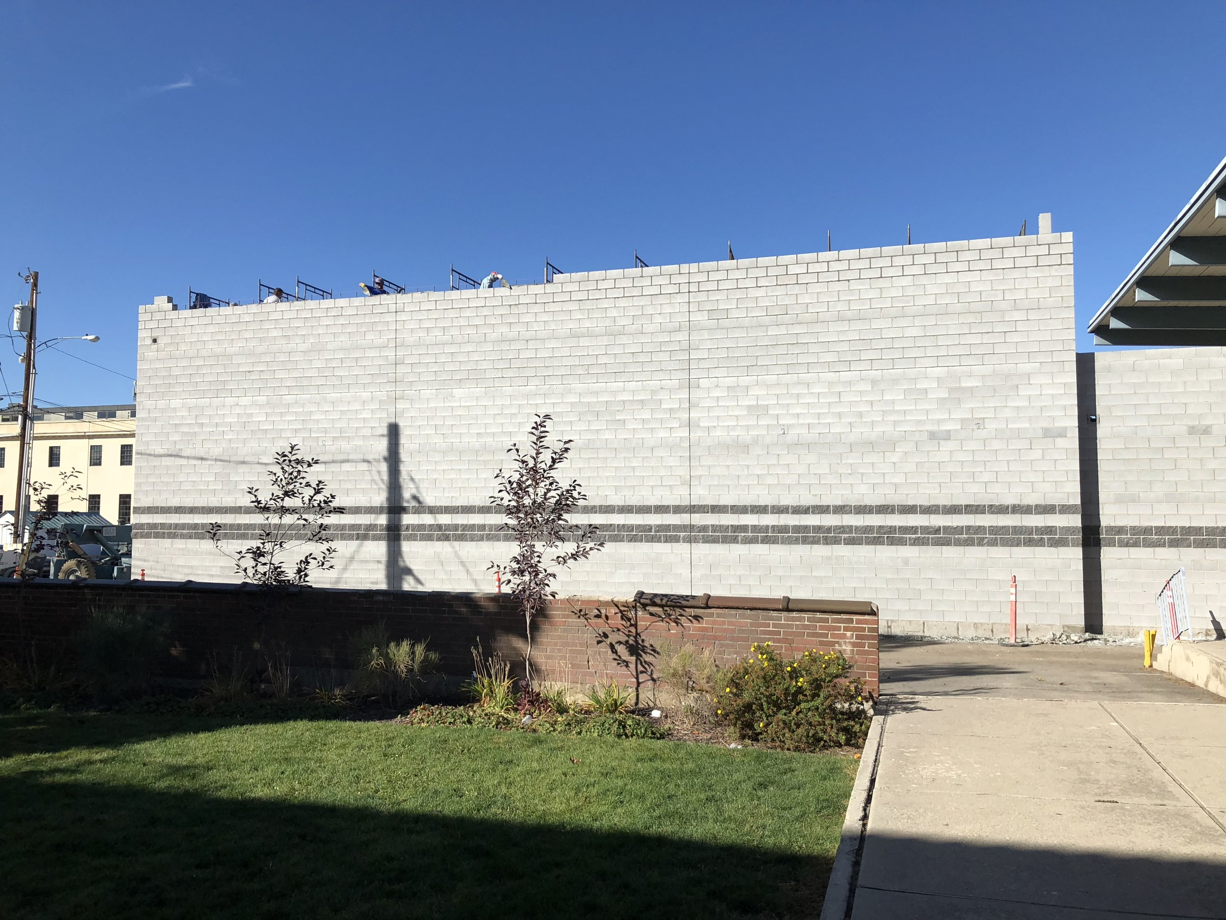 The guys finishing the last bit of block for the east wall.