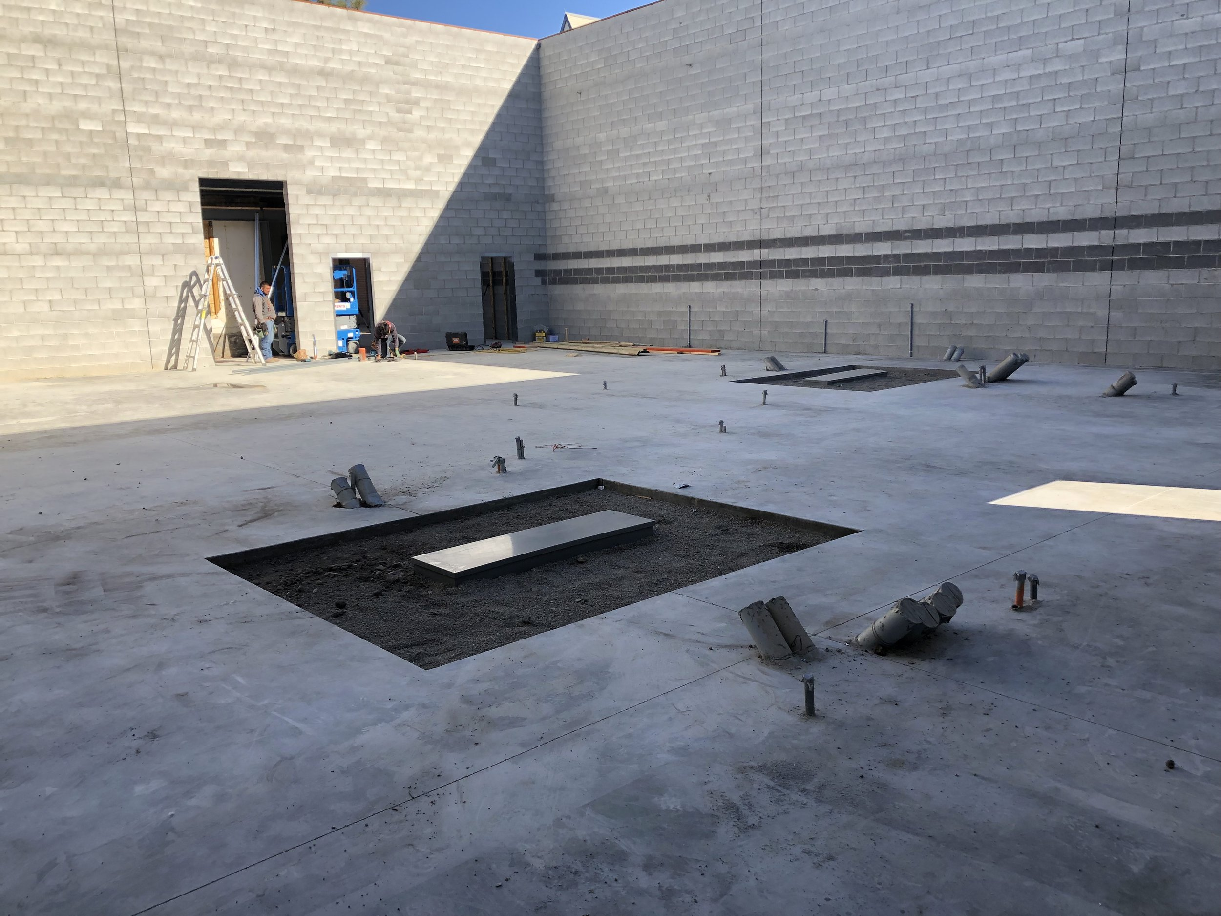 The boxes and gravel ready for the final slab pour. Not sure if they will do that soon or wait for a roof to be on the building so they can keep the concrete a bit warmer.