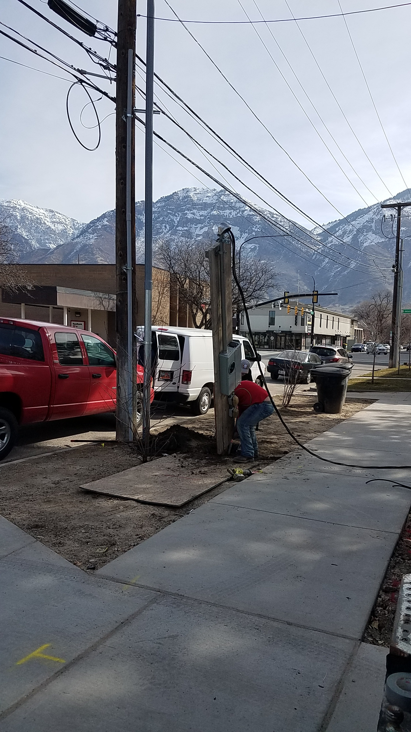 The electricians got the house transferred over to the new power service which means we were able to say goodbye to the awful looking temporary power pole out front.
