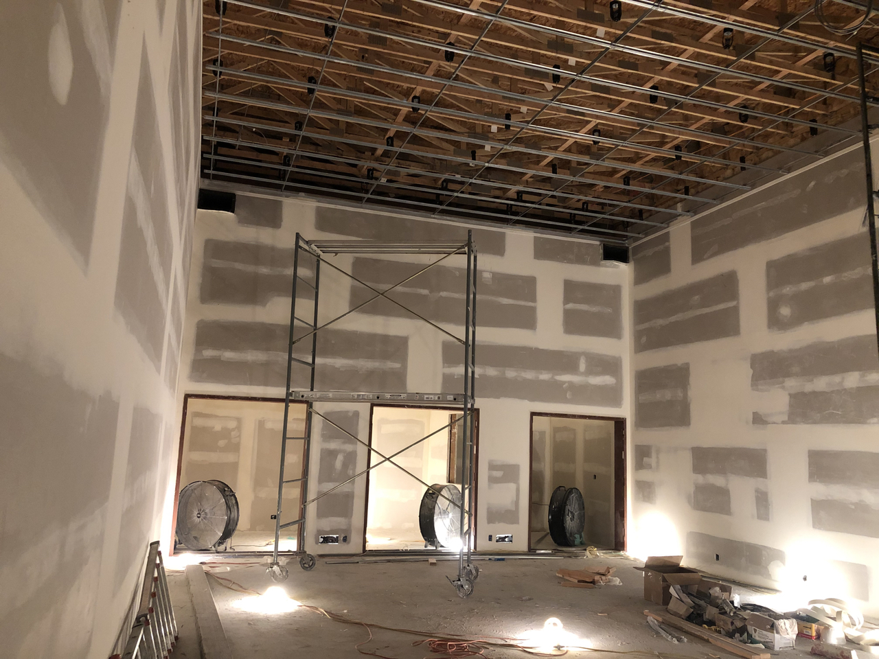 Tracking room 1.