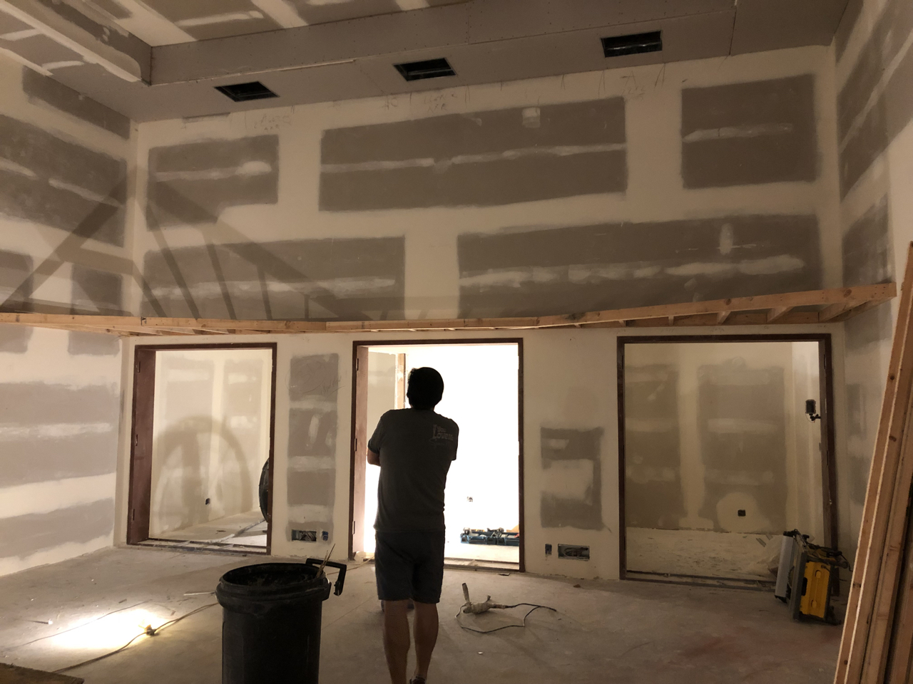 Looking at the booths in tracking room 1. The simple soffits do so much to break up the boxy nature of the room and add architectural interest.