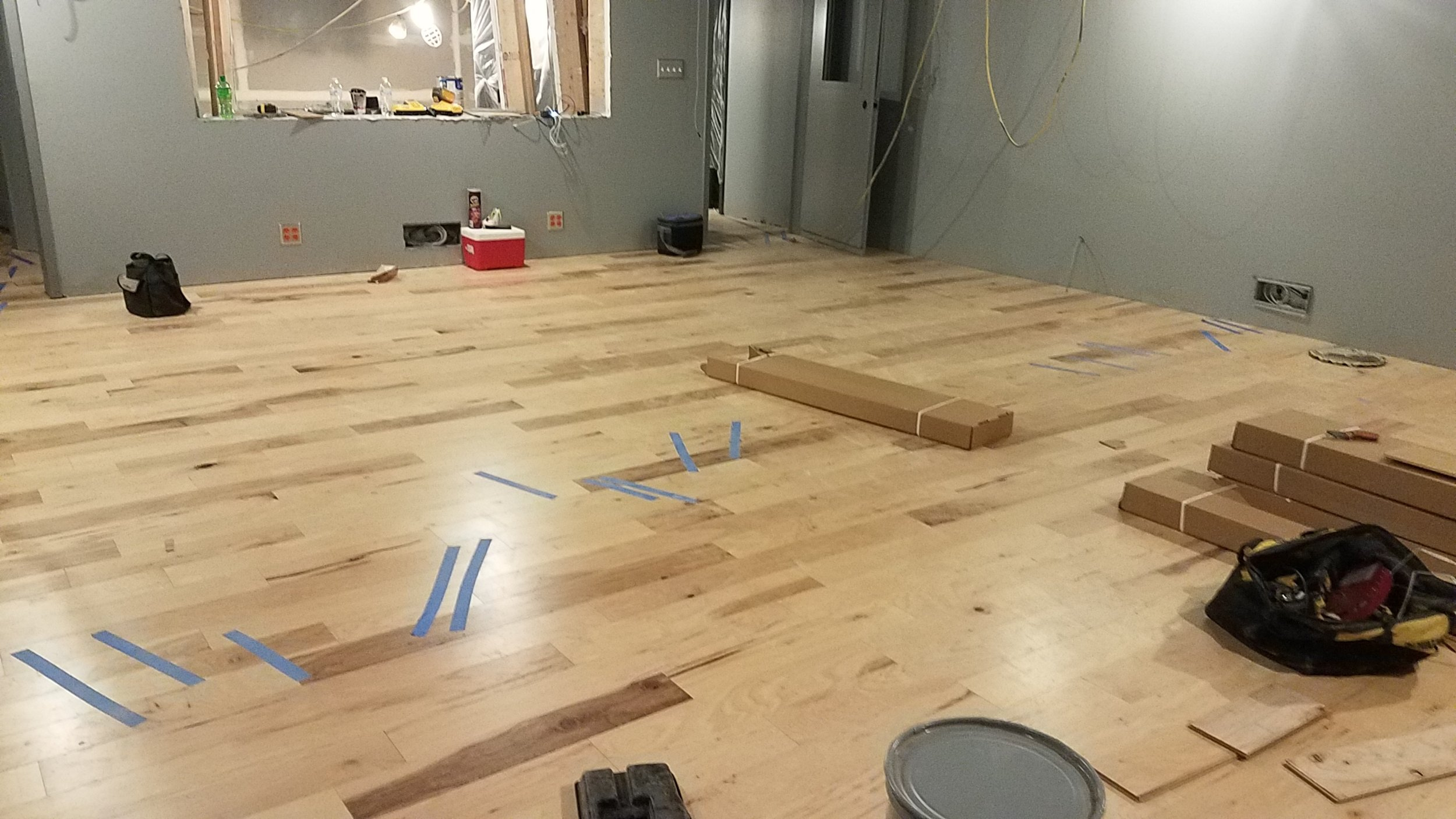 The floors in studio 2 are finished now.