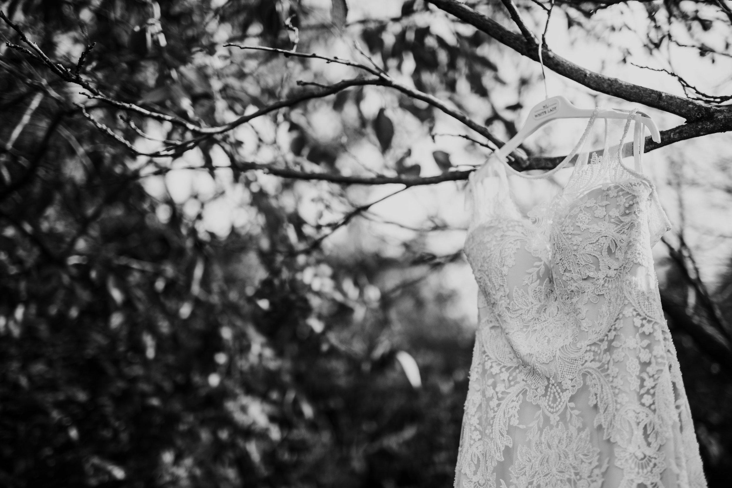 Jess&TroyMonochrome-22.jpg