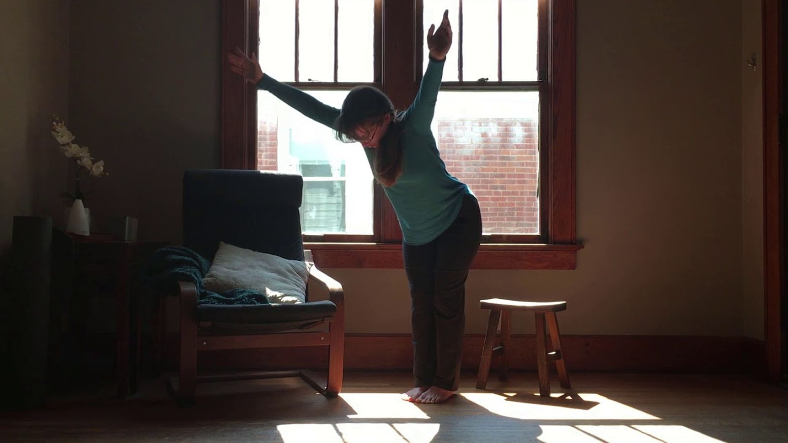 Short Morning Practice - In about fifteen minutes you'll get a complete yoga and meditation practice to help you feel awake, vibrant and grounded for the day ahead. Perfect for beginners.