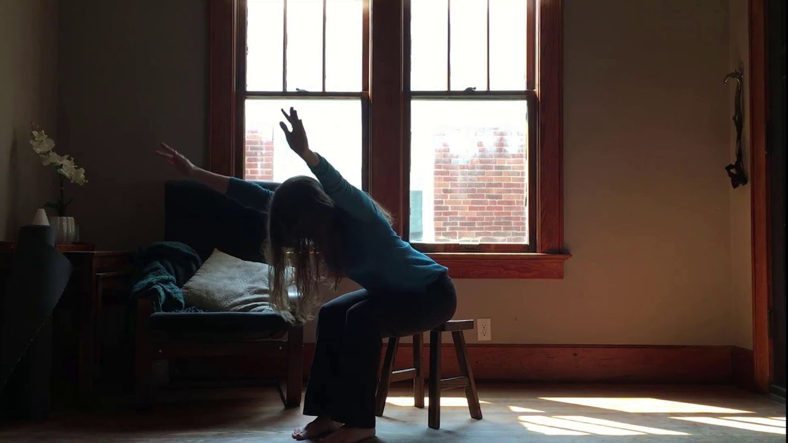 First Yoga Practice - A short, simple yoga and meditation practice with the first techniques I teach new yoga students. A calming and ground class in five minutes.