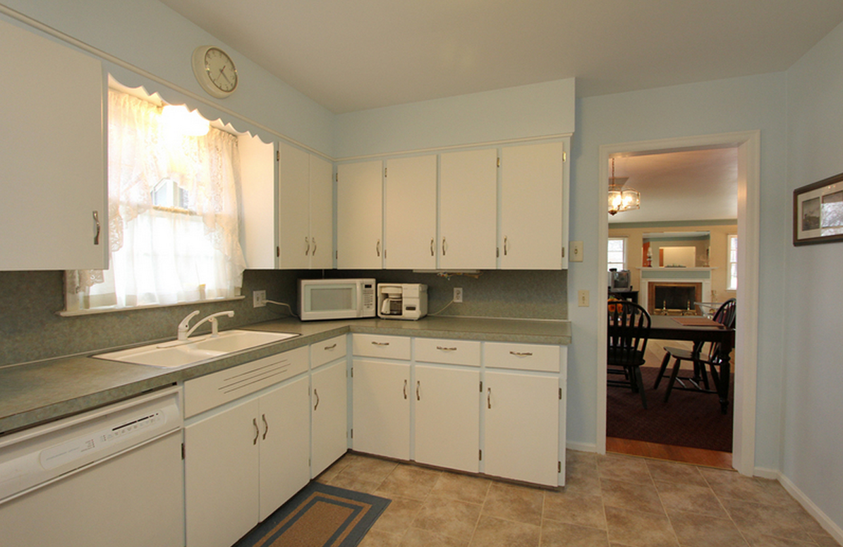 Kitchen facing living/dining room