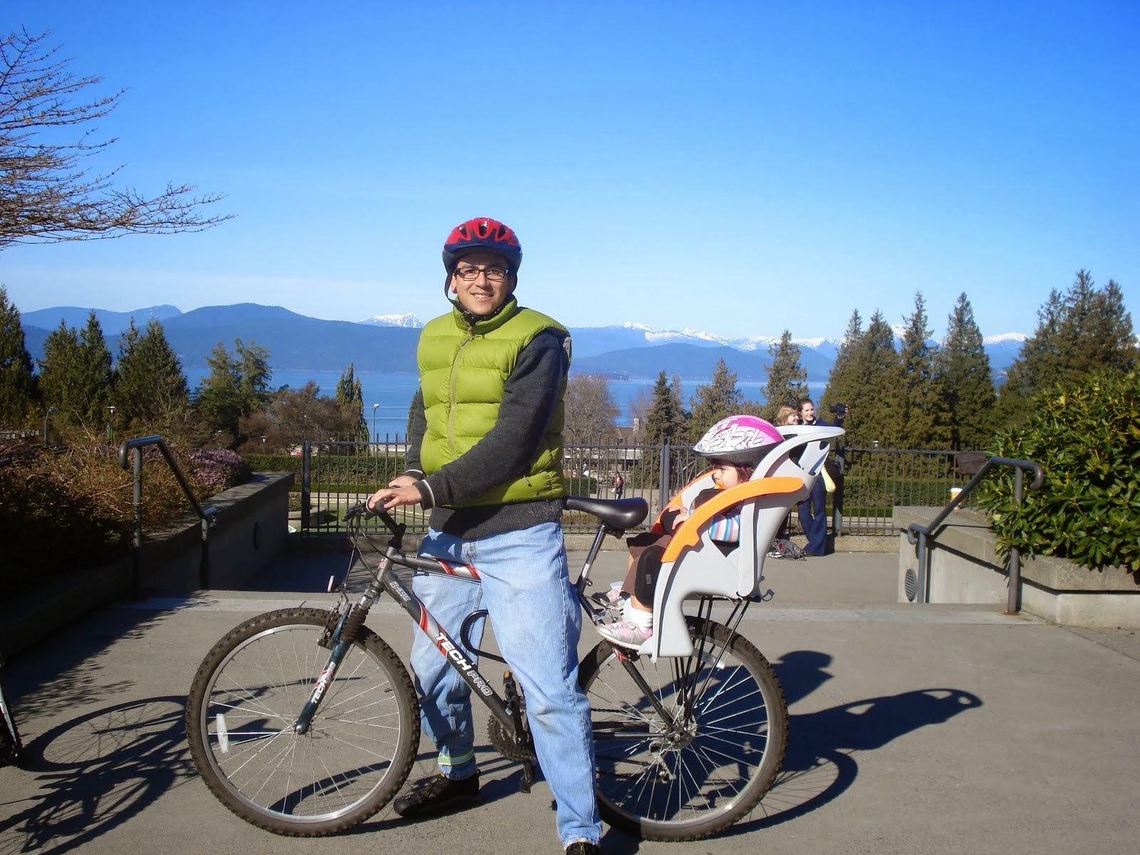 Hace algunos años, paseando con mi hija en la University of British Columbia.
