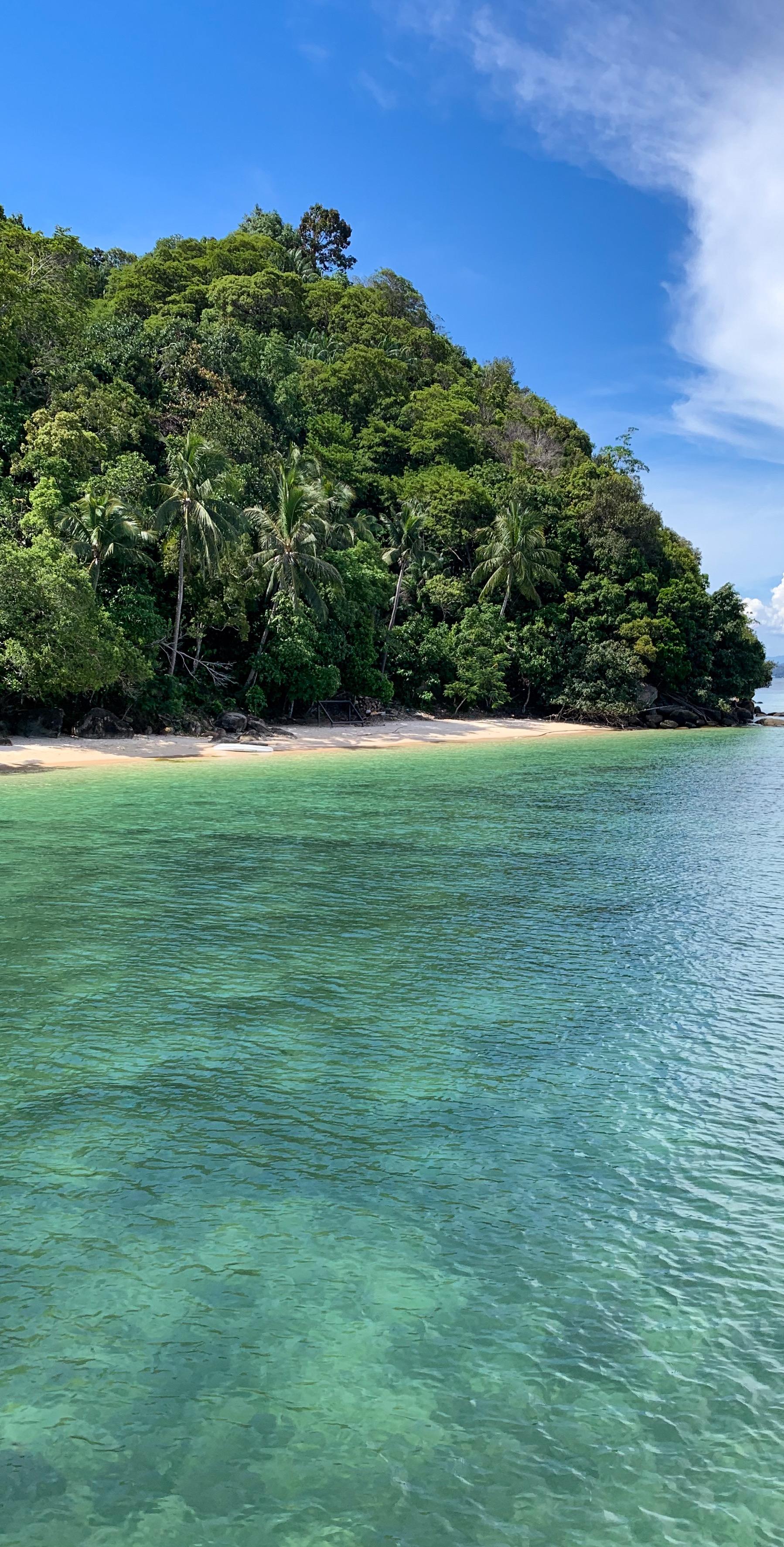 Emerald water. Sepanggar Island.