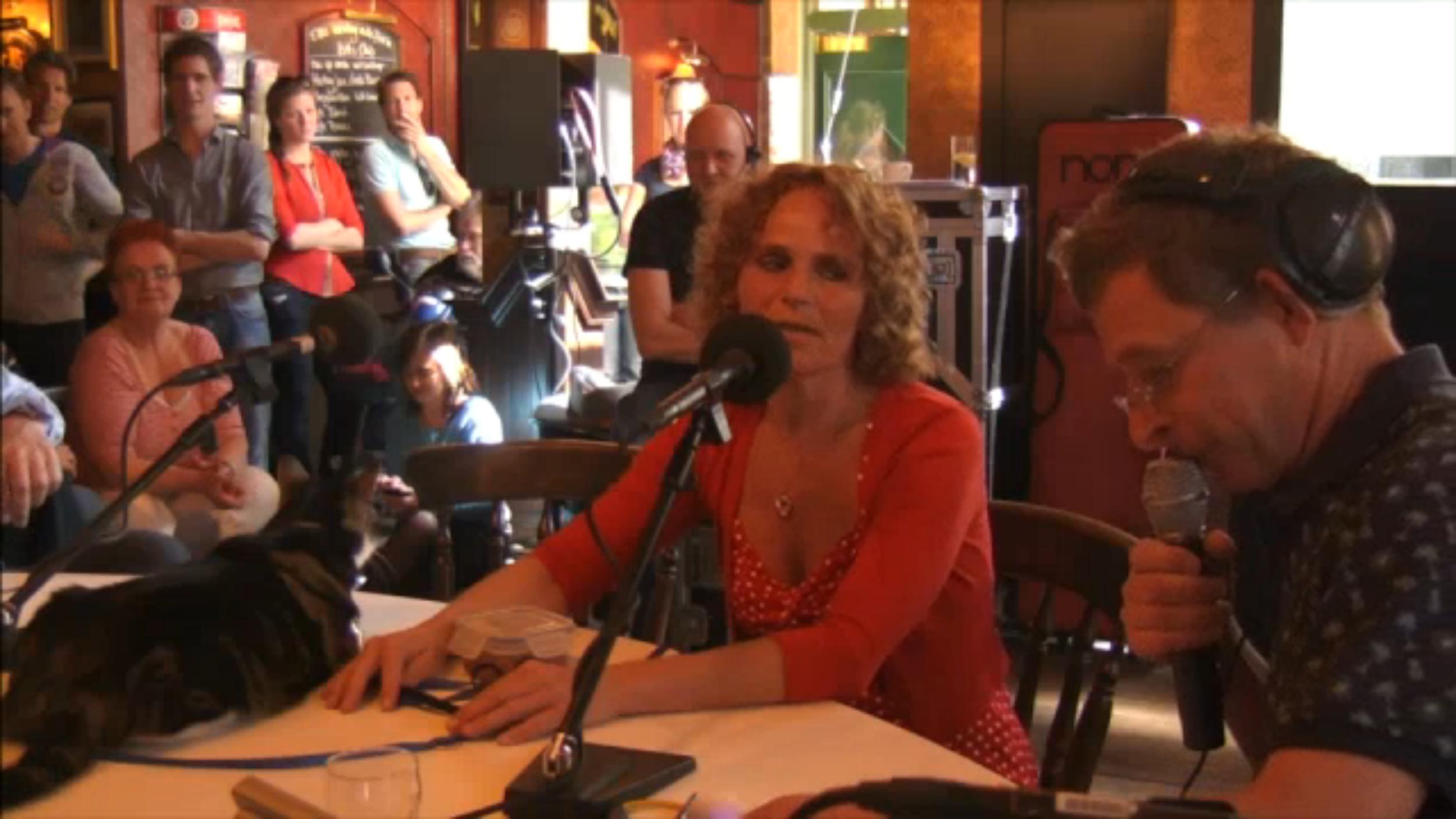 Beluister en bekijk het interview met Sabine bij Spijkers met Koppen hier.