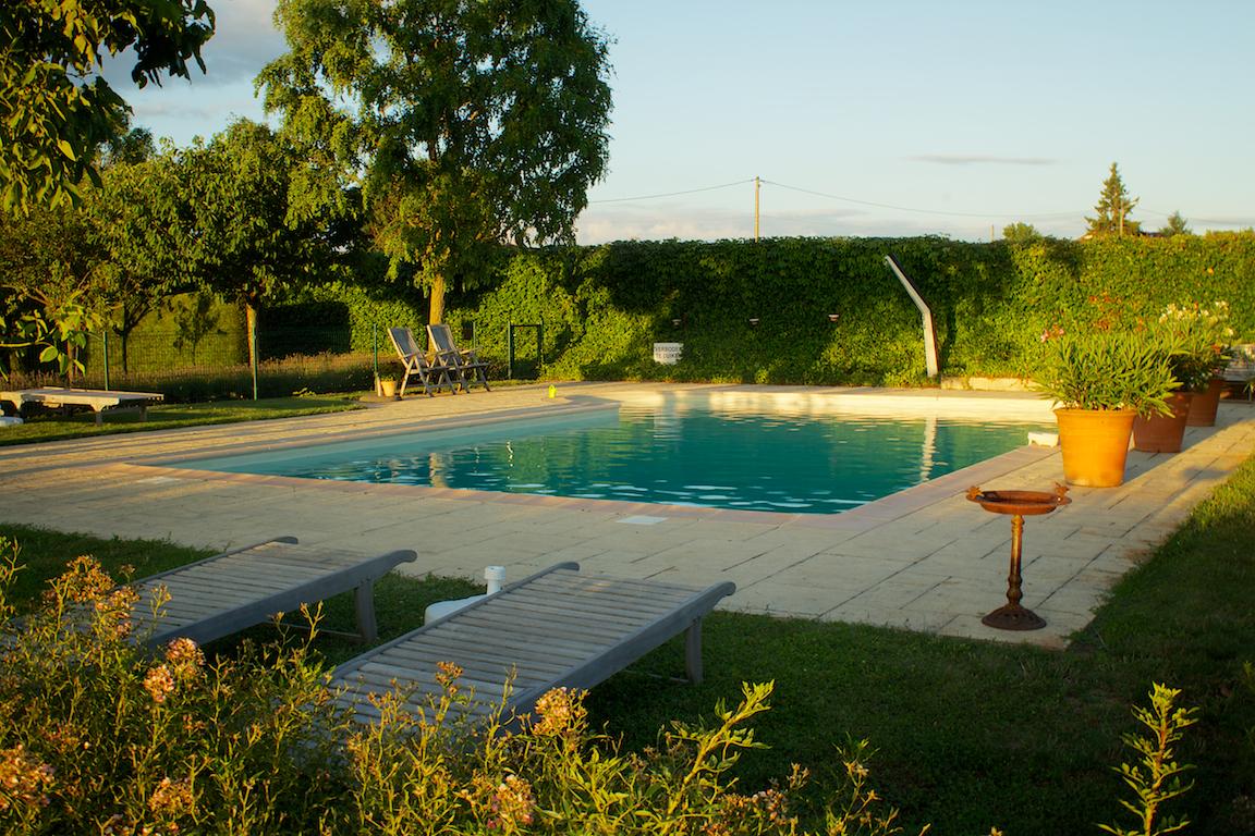 Het zwembad van Les Quatre Terres.