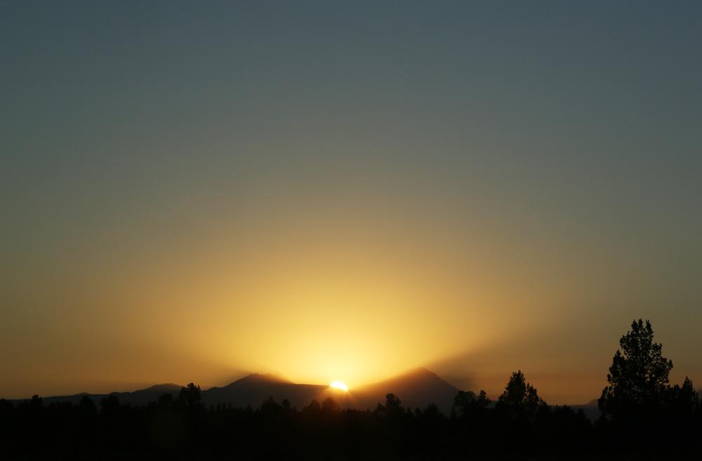 oregon cascade mountain sunset
