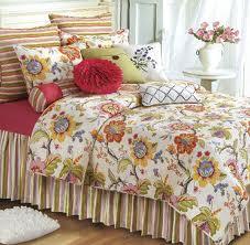 floral bedding_447430749.jpg