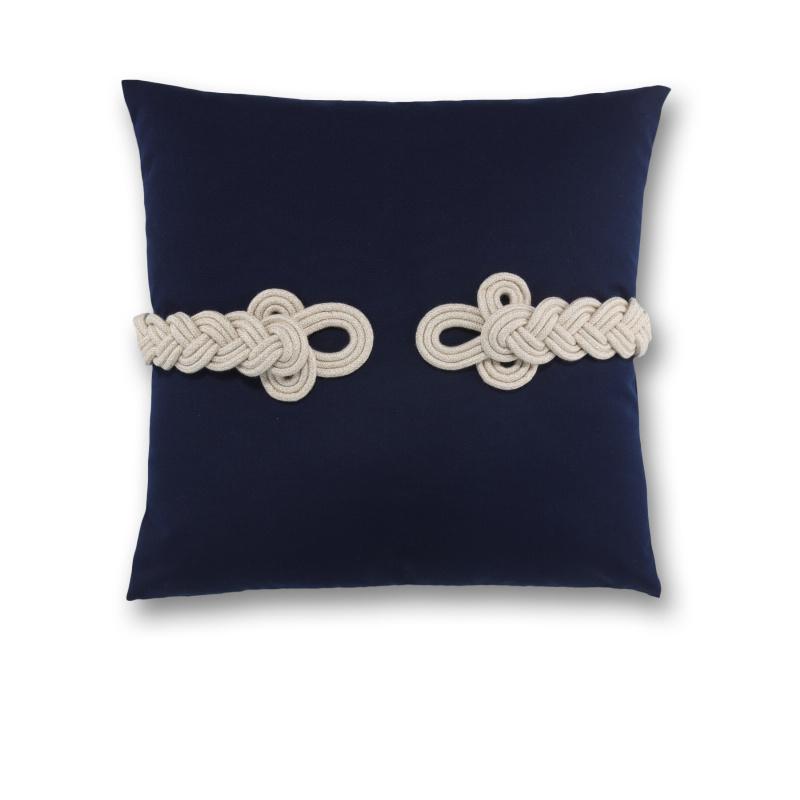 knot pillow.jpg
