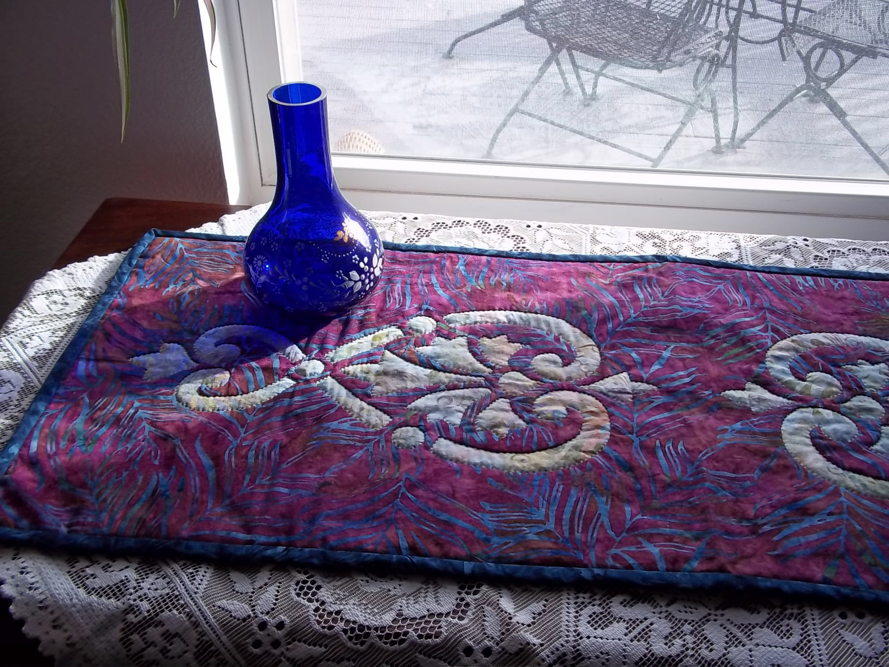 """Hearts & Fleurs table runner (13"""" x 36"""") for hand or machine reverse applique."""
