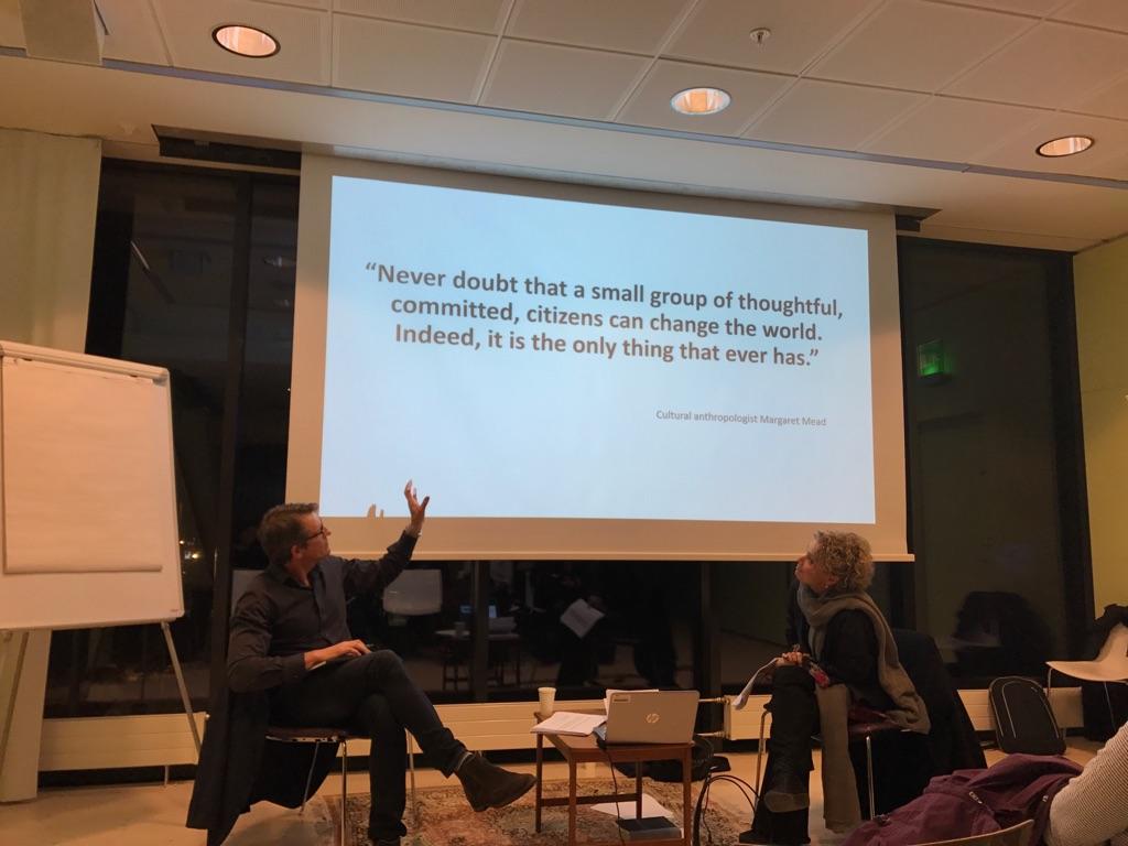 Narrativa ronden med Fredrik Bååthe från ISM och Anamaria Whitmer Jacobsson Feb. '18.  Om utbrändhet i vården - Att lyssna till strängar som är nära att brista!  Det var ett samtal om relationen individuellt mående, vårdkvalitet och organisatoriska förutsättningar som hölls på Svensk förening för narrativ medicin.