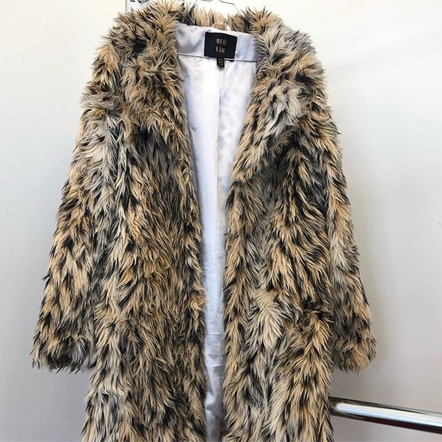 Now that Spring has Sprung, it's probably time to wash that coat you've been wearing all winter long.🧥🧤Yes even the (synthetic) fur ones... 👉Swipe through for before & after👈  We washed this beautiful baby on Delicate Cold with @thelaundress Delicate Wash then allowed to hang dry 🚫NO FUR IN THE DRYER📛 Then we gently brushed her out with a soft bristled brush to work out tangles and restore her texture 🐆😻 -  #fauxfurcoat #laundry #whatwewashed #spinbroadway