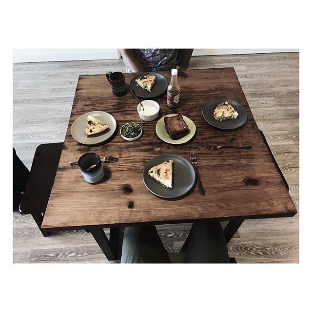 | BREAKFAST & FAMILY | @jacksonmyles @fenix.rose @a.mean.rida @moereda @sabrisassi  #cali #oakland #design #breakfast #food #awesome #love #food #clean #sauce #joooocee #table #family #eatinggood #greattimes #instagood #instafood #magazine