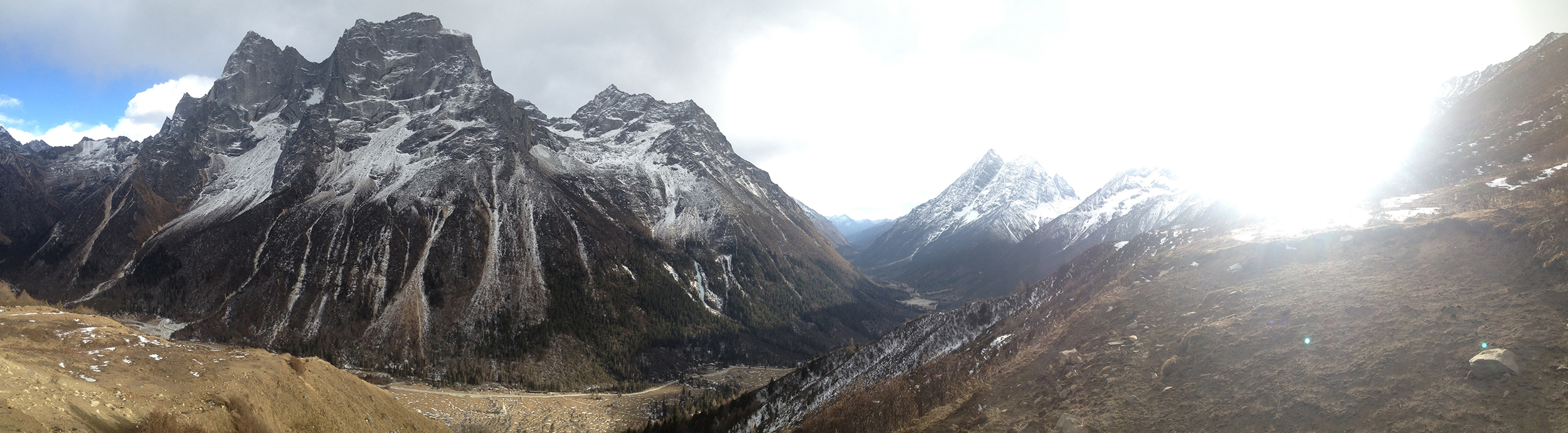 A view from the back of the valley in Shuangqiaogou. Peaks over multipitch ice.