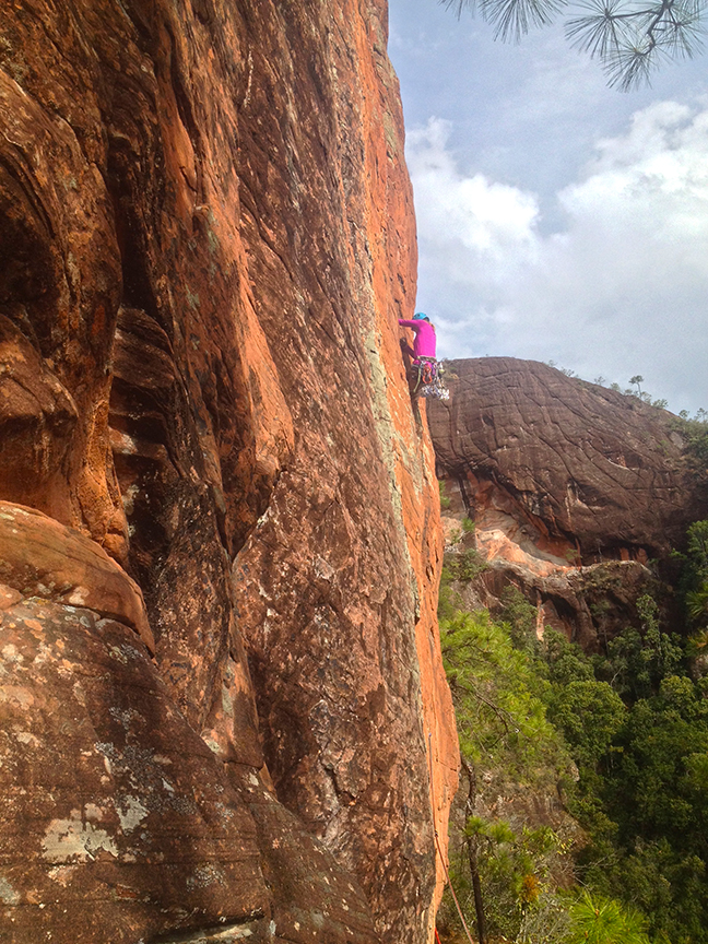 Ana Pautler enters the offwidth portion of  Chinese Contruction Job (5.11)