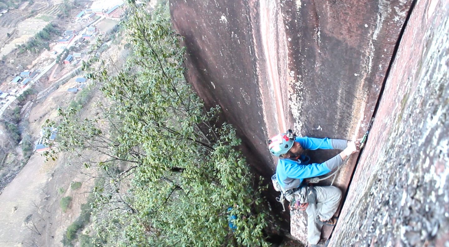 Nico Cáceres entering the steep crux on  Boving Reflection .