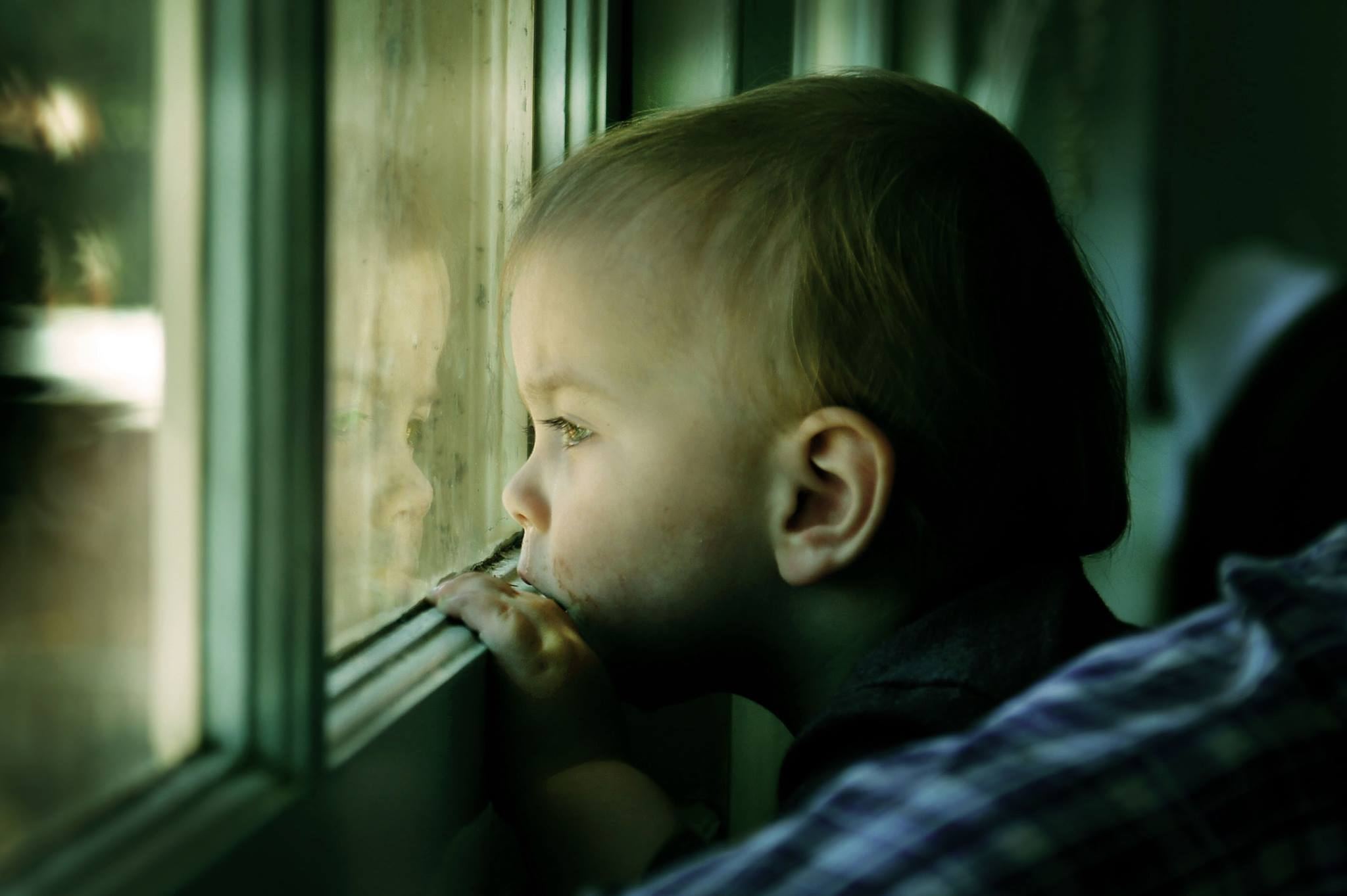 Child+at+window.jpg