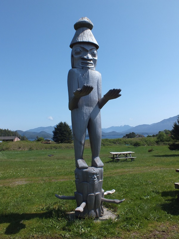 Totem at the end of the Nootka Trail.JPG