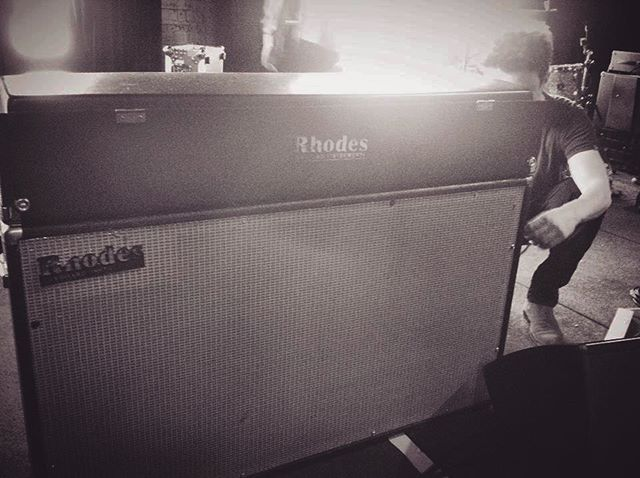 #tbt time! Back when I use to lug this badboi to all my gigs 🐘 only had one inbuilt sound, but that's all ya need 👌🏼 #fenderrhodes #canigetalift #anybody