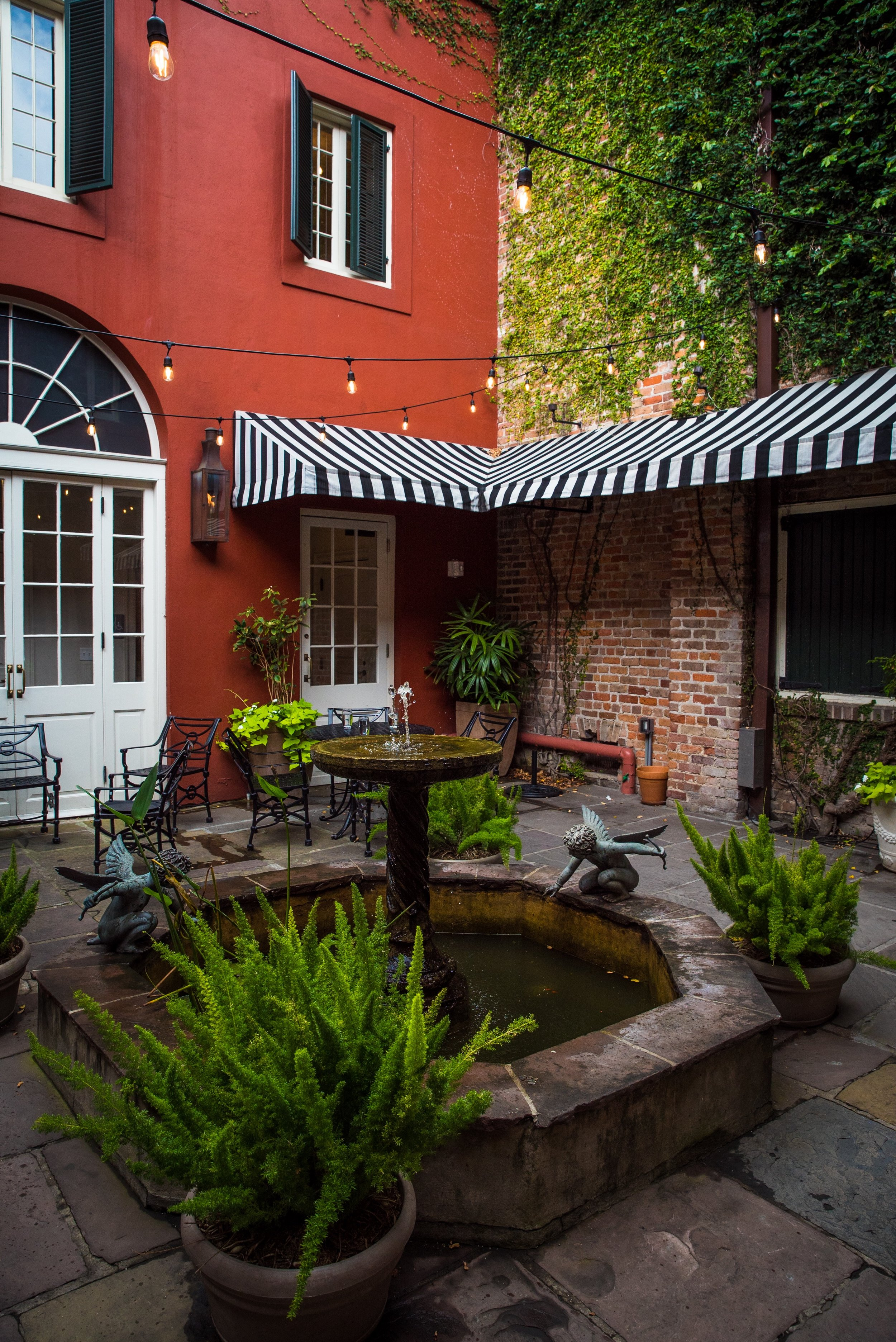 The serene courtyard at Tableau