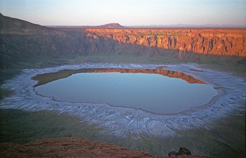 wahba-crater-8[2].jpg