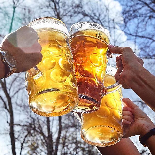Cheers to the drinkin' weekend, I'll drink to that 🍻 . #germanfood #oktoberfest #oktoberfest2018 #pork #porkknuckle #sausages #beer #bier #bavaria #thebavarian #bavarian #munich #dirndl #lederhosen #oktoberfestinthegardens #pretzel #germanpretzel #munichlager #lowenbrau #spaten #germany #franziskaner #schnitzel #porkbelly #octoberwest #munichbrauhaus #southwharf #southbank #therocks #circularquay