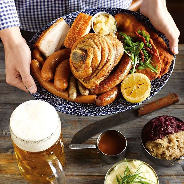All profit made on Sunday August 26 will go to drought-stricken farmers ❤️ #RaiseAForkForOurFarmers . . #germanfood #oktoberfest #oktoberfest2018 #pork #porkknuckle #sausages #beer #bier #bavaria #thebavarian #bavarian #munich #dirndl #lederhosen #oktoberfestinthegardens #pretzel #germanpretzel #munichlager #lowenbrau #spaten #germany #franziskaner #schnitzel #porkbelly #octoberwest #munichbrauhaus