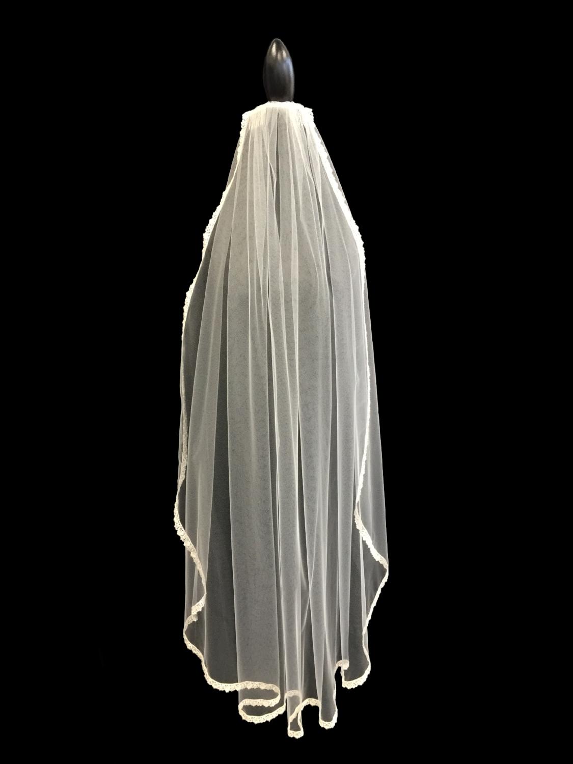 Style V5673-D _ 45x72 U-Cut Guipure Lace Veil