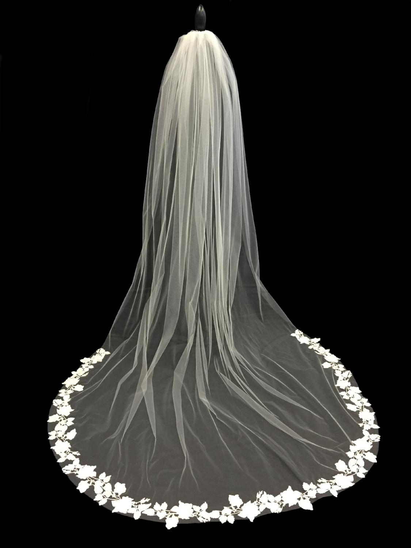 Style V5699-D _ 96x96 U-Cut Guipure Lace Veil