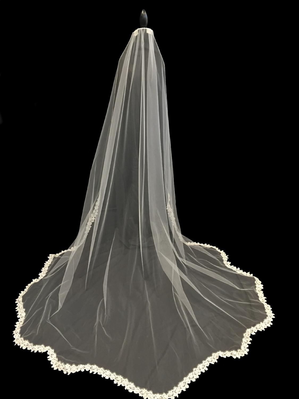 Style V5676-D _ 96x100 Oval Mantilla Lace
